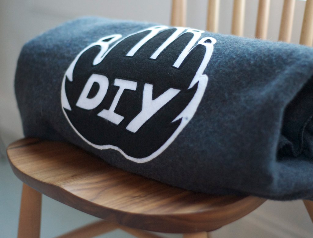 DIY CAMP BLANKET